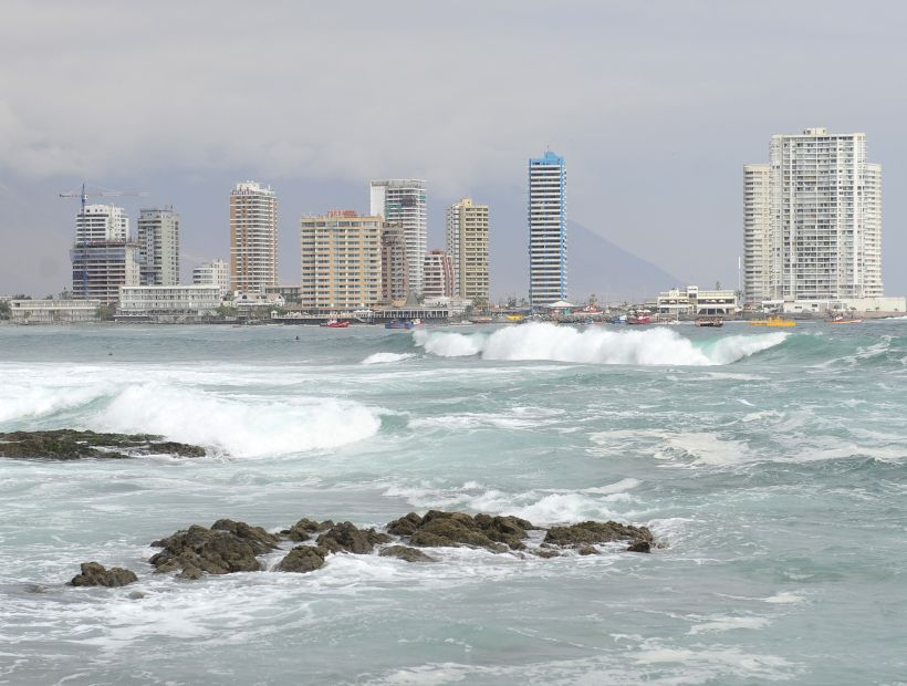 IQUIQUE: Marejadas en playas de Iquique